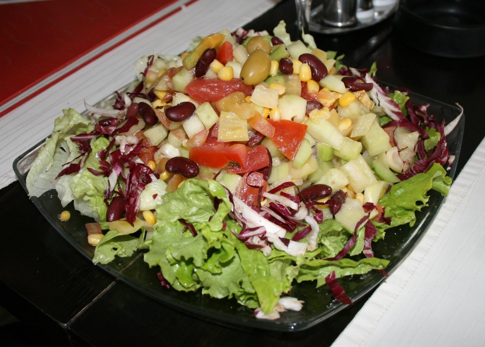Salata de cruditati cu naut si portocaie